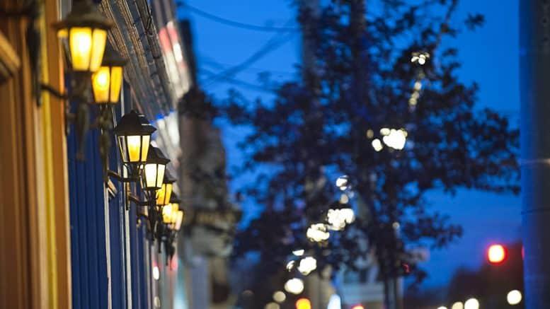 Extérieur rue avec lumières