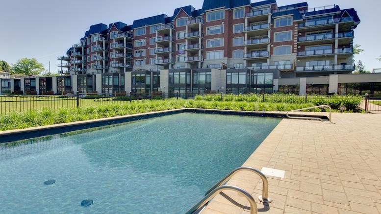 Condos avec piscine extérieur